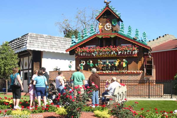 Worlds-Largest-Cuckoo-Clock-Sugarcreek-Ohio