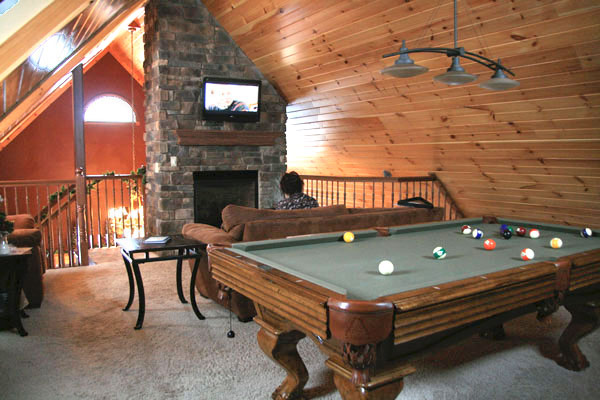 Premier-Carriage-House-Cabins-Pool-Table