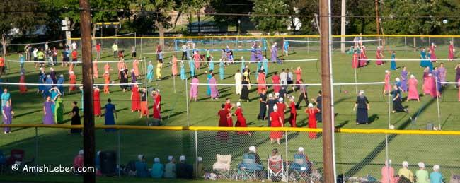 Amish-Girls-Volley-Ball-Baltic-Ohio-Homecoming